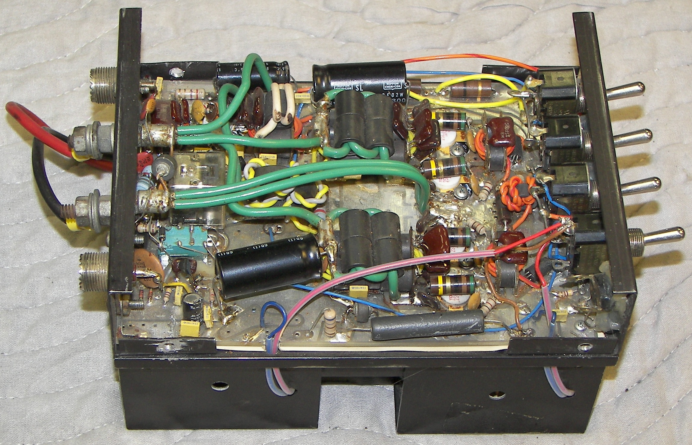 Transistor Mobile HF Linear Amplifiers
